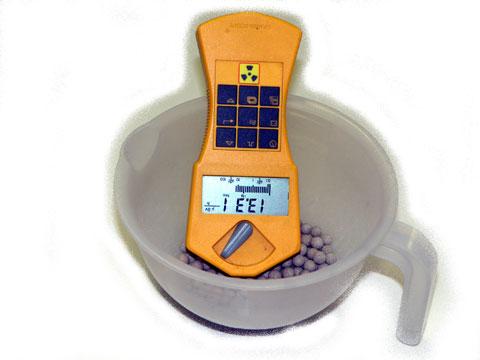 ラジウムセラミックボールRE45人体密着の場合の放射線線量率測定