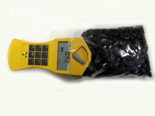 ドイツ製放射能検知器による鉱石放射線率の測定