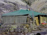 玉川温泉の岩盤浴場、3張りのテントが並んでいます。