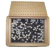 ラジウムセラミックボールと遠赤外線セラミックボールの2種類で試作した温浴器の写真