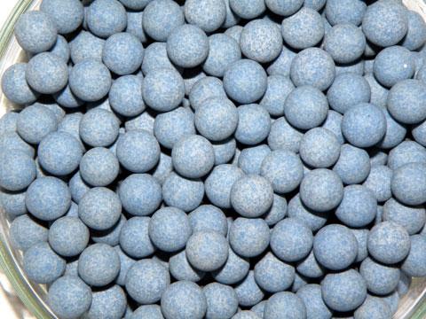 高価なオーストリア産のラジウム鉱石を使用したセラミミックボール