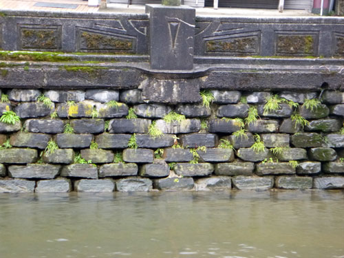 玄武岩による石垣 城崎積み