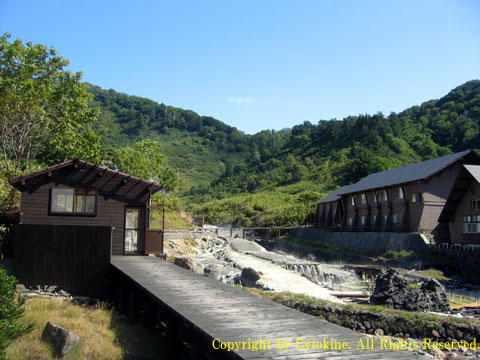 玉川温泉の宿泊棟と湯の川