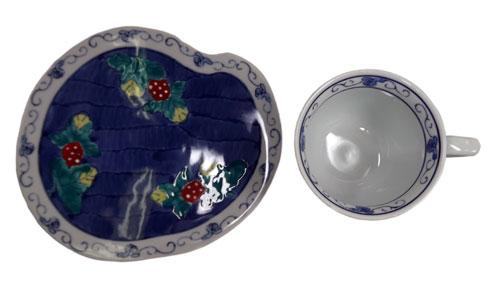 濃いちご コーヒー碗皿 表面