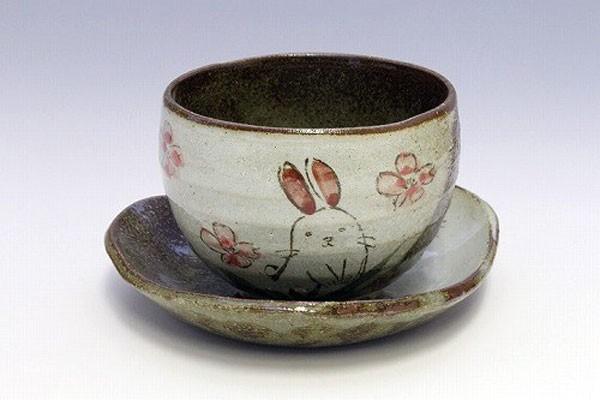 陶碗皿 花兎(紅) 正面
