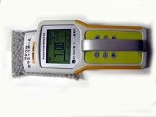 買った放射線測定器で稼動確認をする。