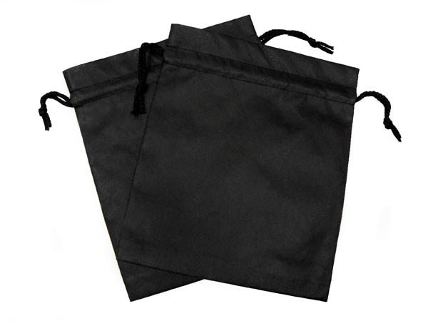 セラミックボールや天然鉱石を入れて温浴器になる黒色の不織布袋の写真