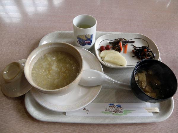 写真のお粥は、玄米の温泉粥でした。