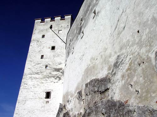 ホーエンザルツブルク城は日本の城のように綺羅を飾ることなく美しい