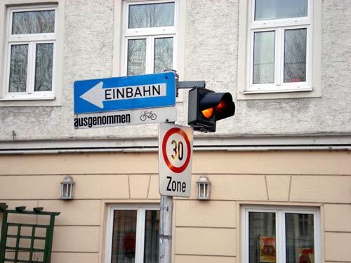 ザルツブルグの一方通行と速度制限の標識