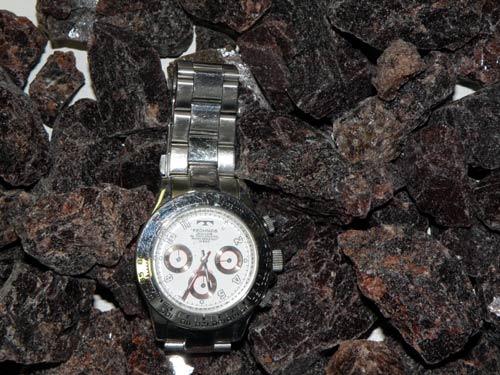 ブラック岩塩のサイズ確認写真