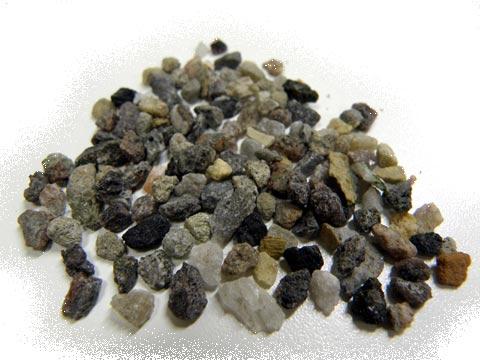 ヒマラヤ ブラック岩塩といっしょに日本に運ばれてきた鉱物たち。